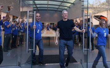 Сможет ли красноречие руководителей Apple убедить нас купить новый IPhone?
