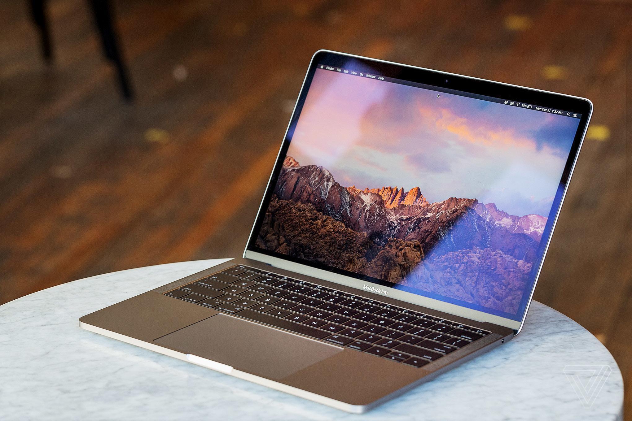 Apple решила раскрепостить операционные системы iOS и macOS