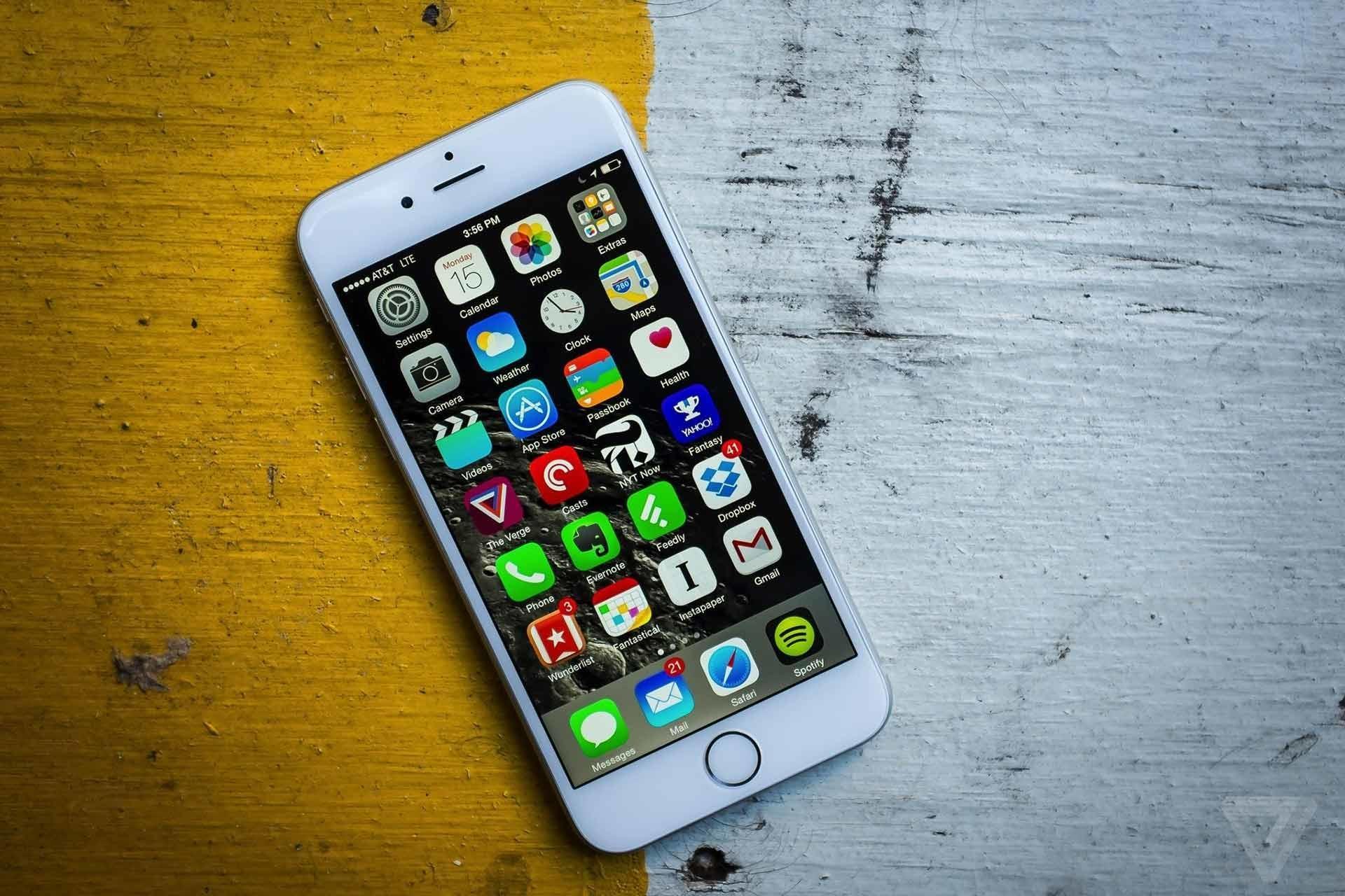 Что станет с iPhone 6S и iPhone 6S Plus, если их опустить в воду?