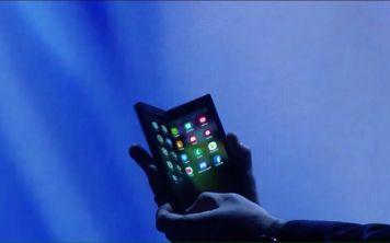 Зачем нужны смартфоны с двумя дисплеями?