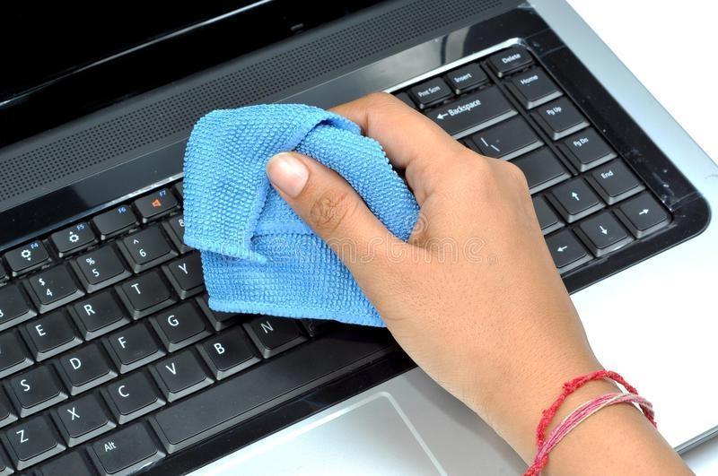 Как почистить клавиатуру mac?