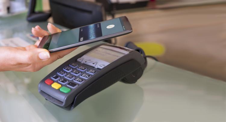 Android Pay заработает в России в 2017 году