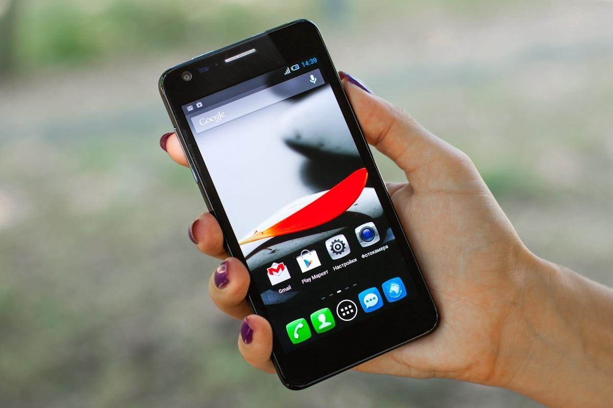 Смартфоны, которые действительно удобно держать в руке