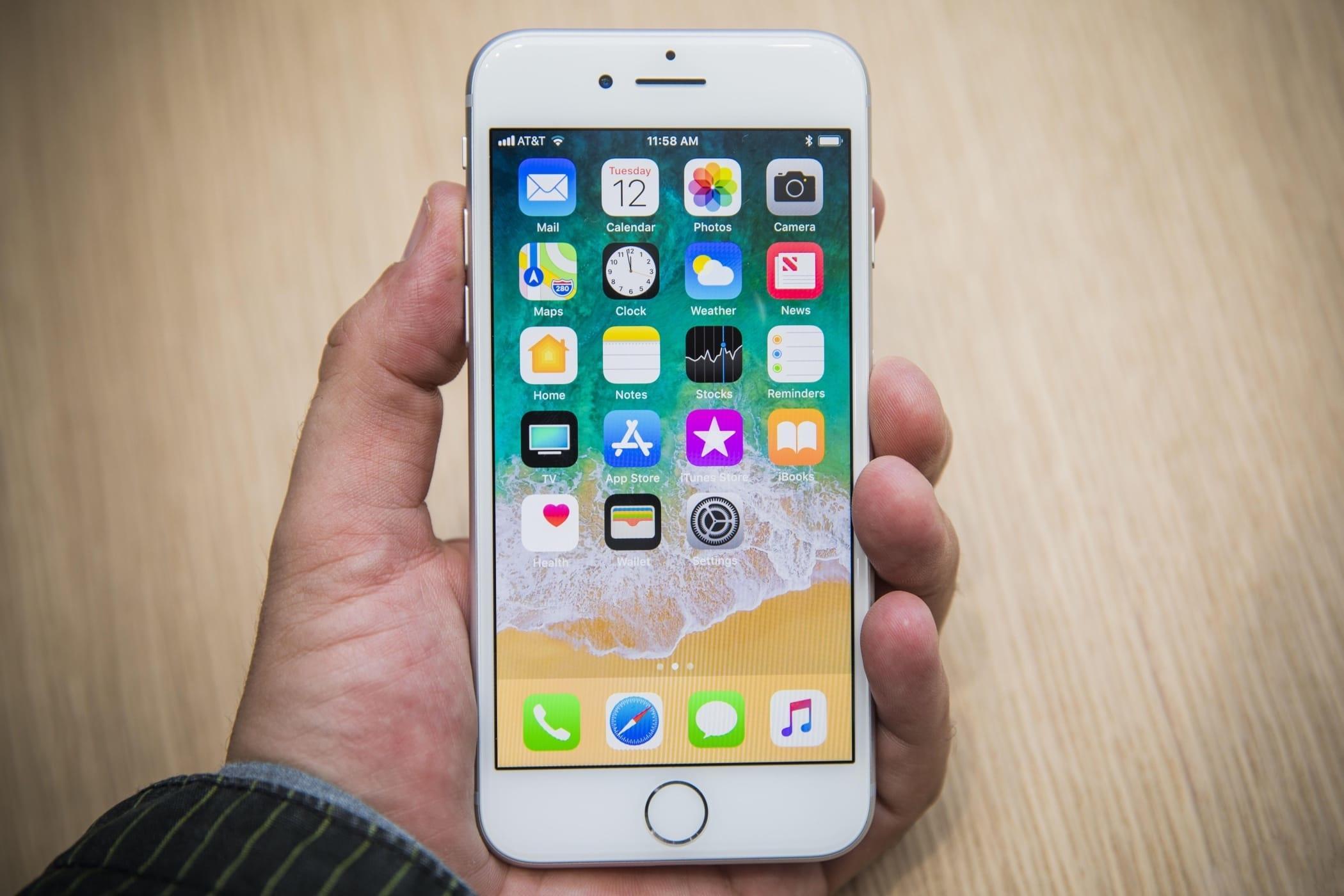 Россияне не стали ждать старта продаж iPhone