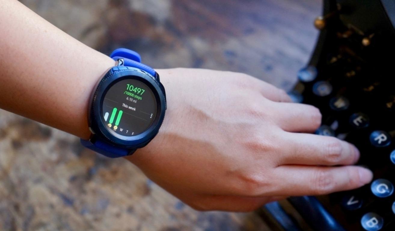 Спортивные умные часы Samsung Gear Sport
