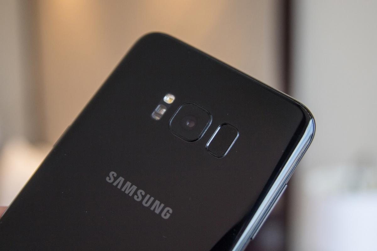 Samsung разрабатывает полностью безрамочное устройство