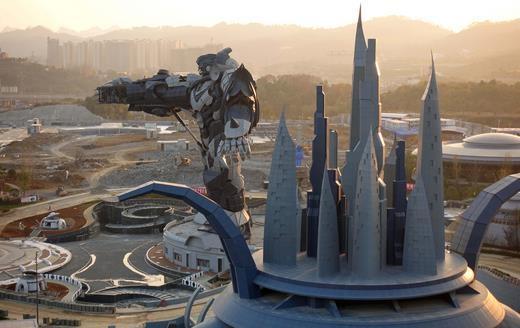 Первый виртуальный парк уже оснастили горками и гигантским роботом