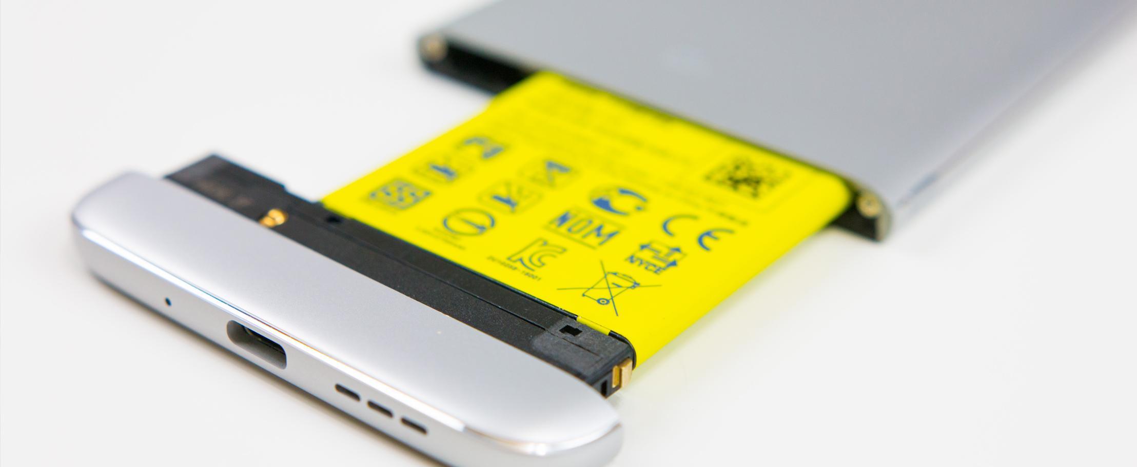 Смартфоны со съёмными батарейками вымирают — какие остались?