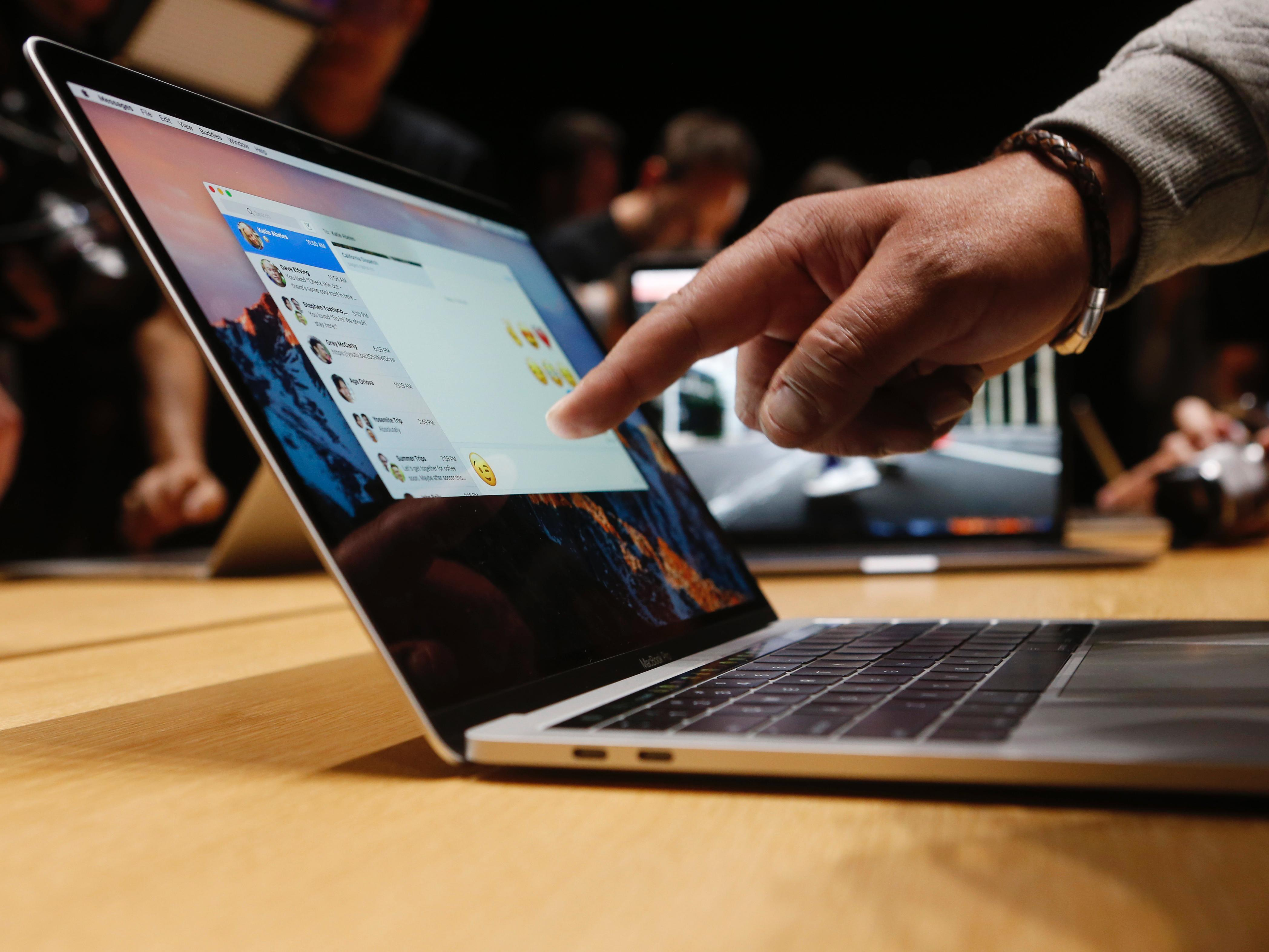 Как переустановить iOS на Macbook?