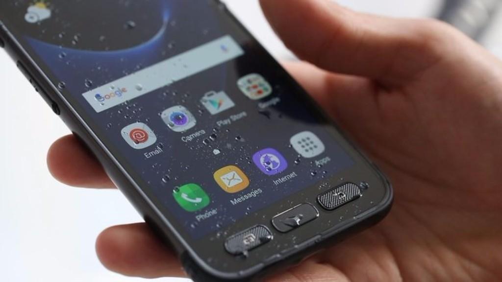 В сеть утекли фото нового защищенного Samsung Galaxy S8 Active