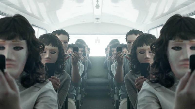 """Предсказания """"Чёрного зеркала"""" - новый iPhone X и VR"""