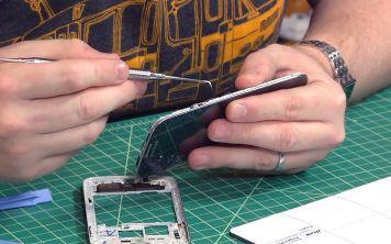 Замена экрана может привести к взлому смартфона?