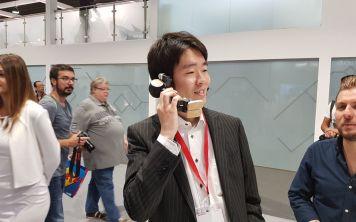 Презентован смартфон-робот и дисплей произвольной формы от Sharp