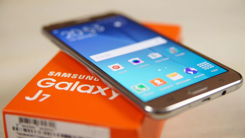 Samsung Galaxy J7: не самый известный, но неплохой
