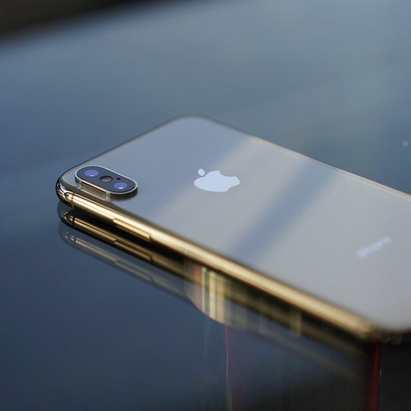 Какой iPhone взять в подарок на Новый год?