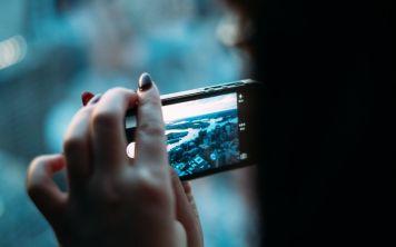 В аэропорту Дубая транслируют фильмы на мобильные устройства пассажиров