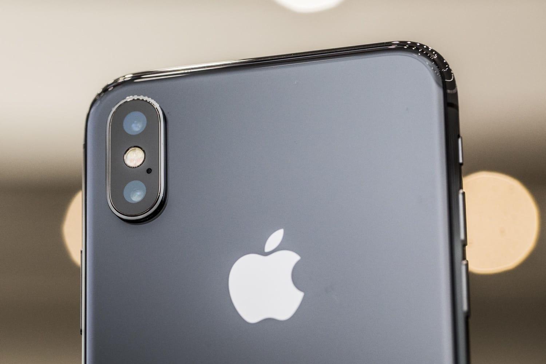 Каков спрос на iPhone X в России?