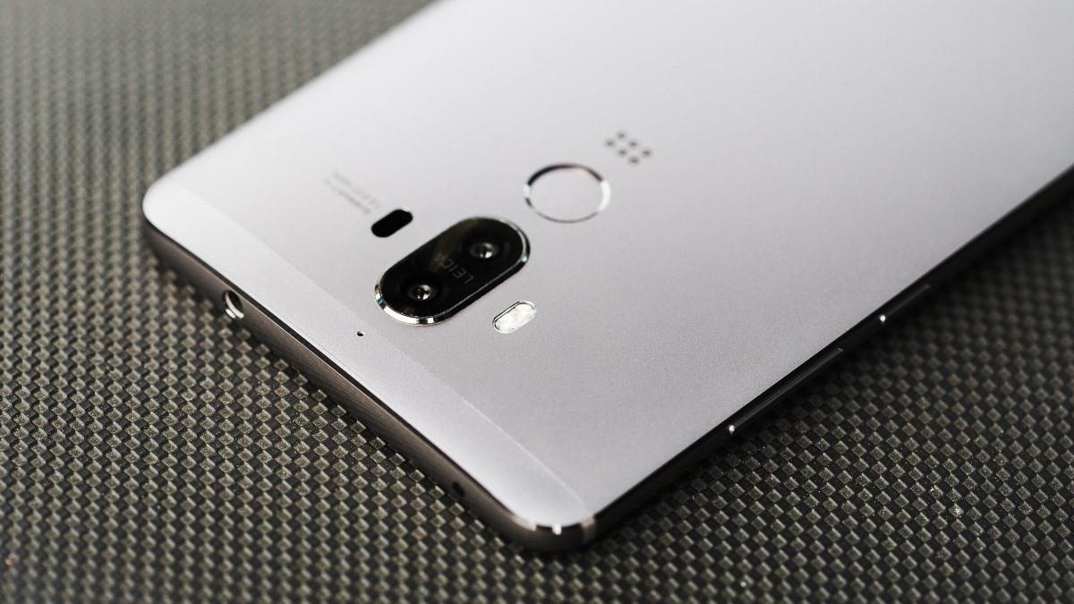 Huawei анонсировала младший фаблет линейки Mate