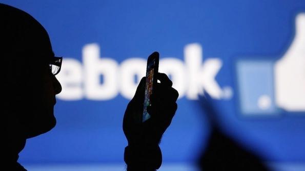Facebook определит потенциальных самоубийц