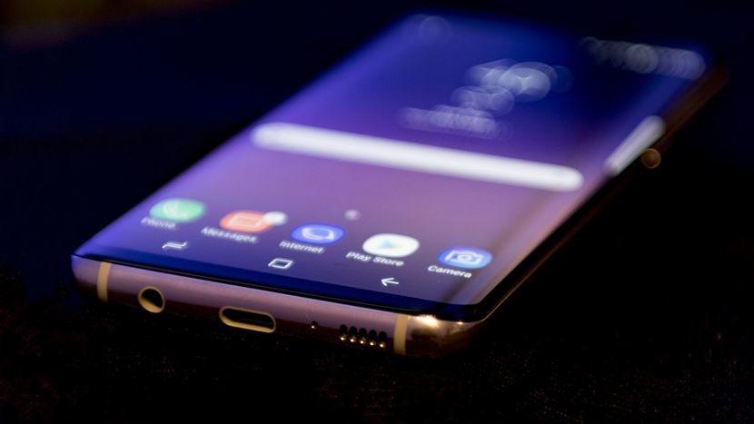 Почему некоторые предпочитают Samsung Galaxy S8 новому iPhone X