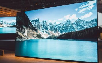 Sony Bravia OLED KD-77A1 - телевизор с самым большим экраном из линейки