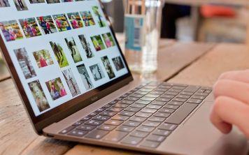 Следует ли иногда вынимать батарею из ноутбука?