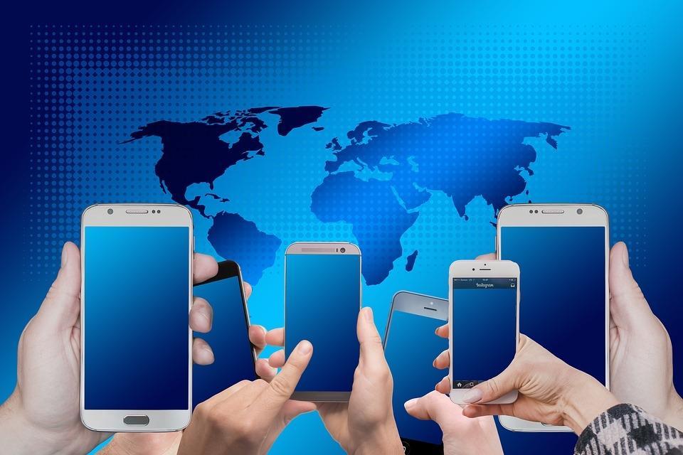 Новые модели компактных смартфонов