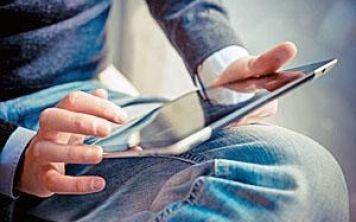 Чем обусловлено снижение спроса на планшеты