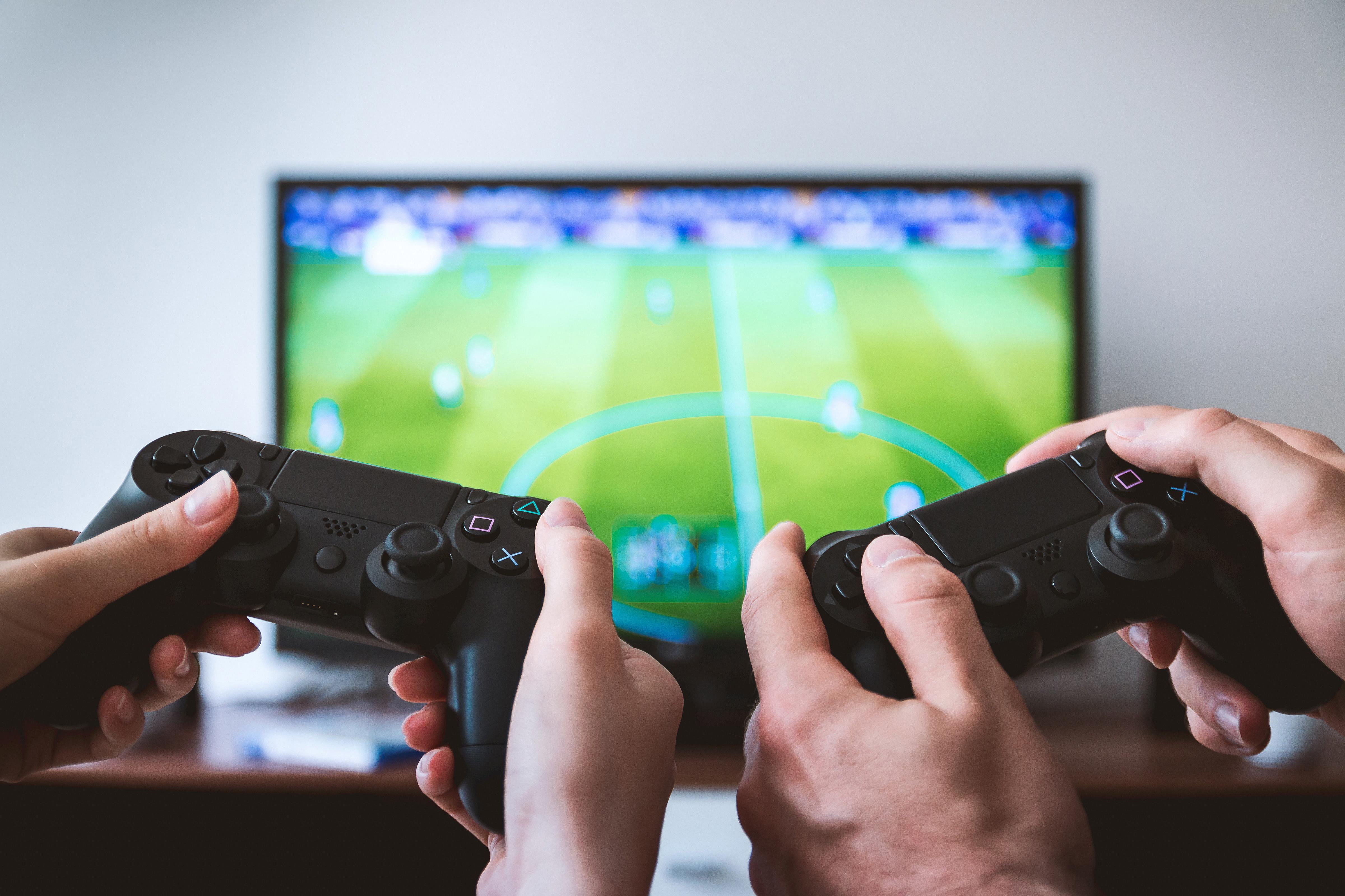 Чем отличается PlayStation 4Pro от обычной четвёрки?