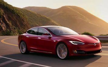 Электрокар Tesla намайнит биткоинов