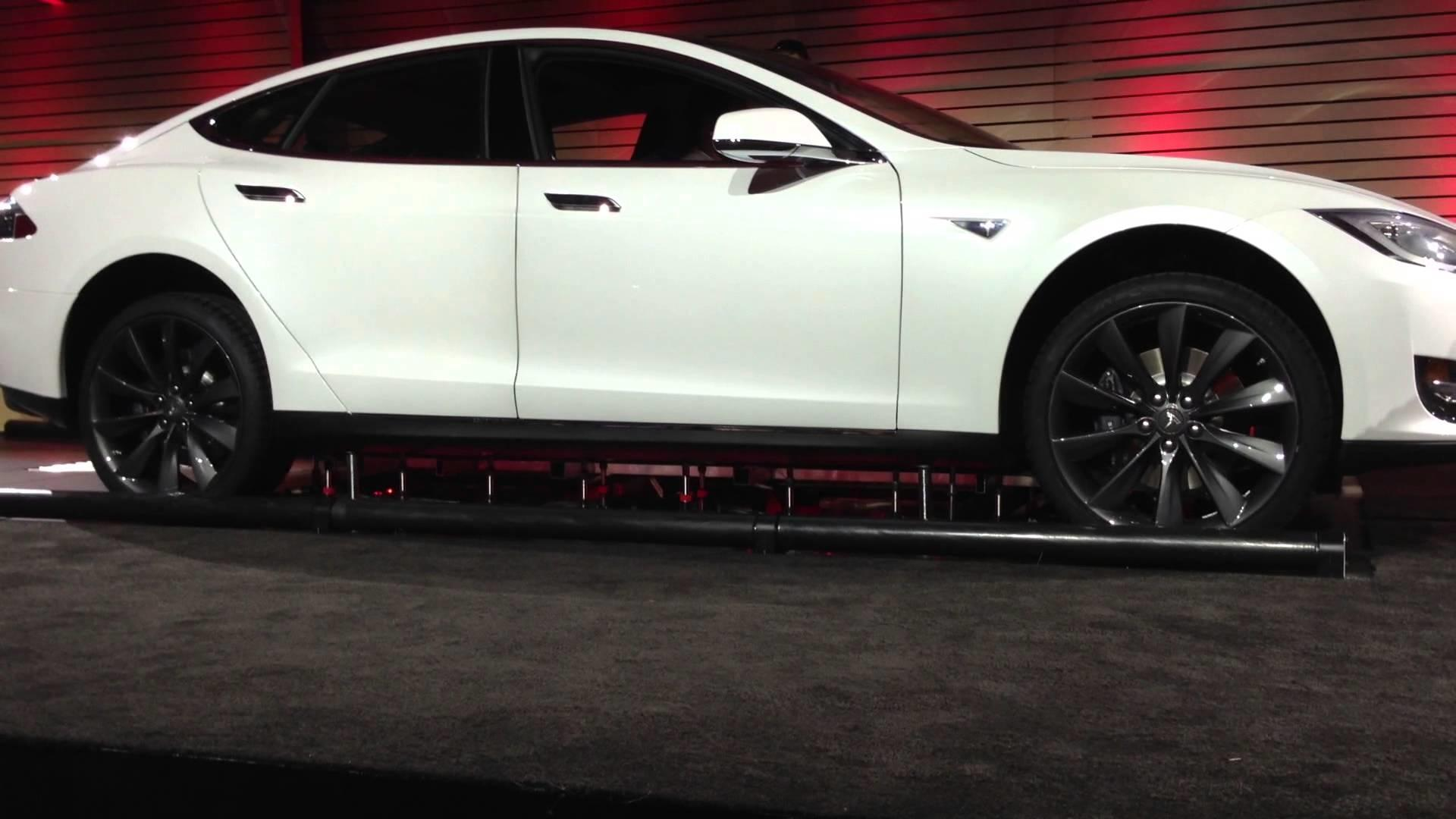 замена акб на автомобиле tesla model s