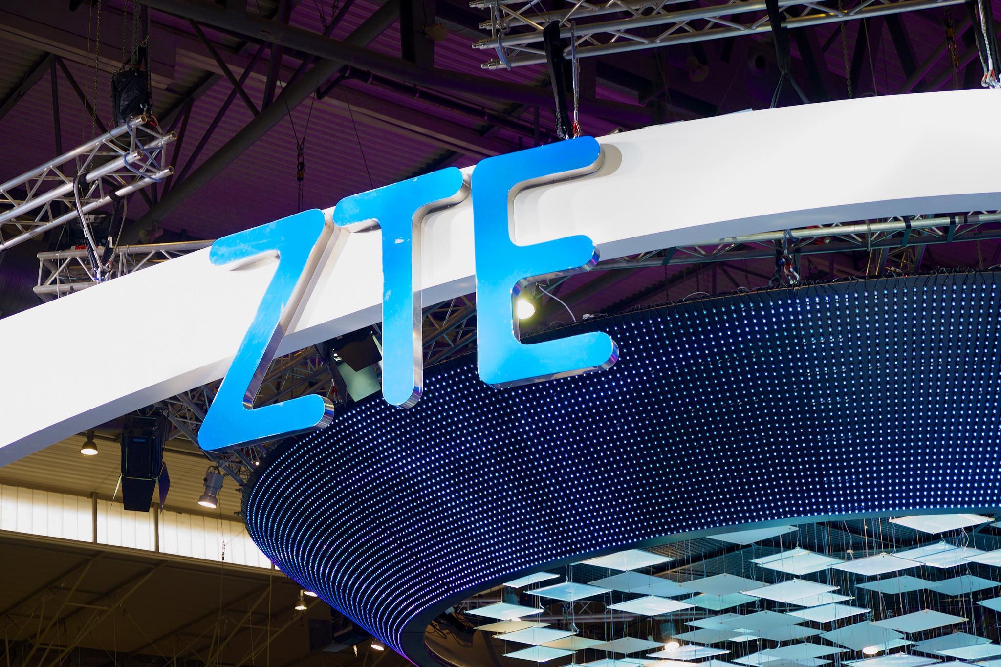 ZTE готовит смартфон Axon Multy в необычном форм-факторе