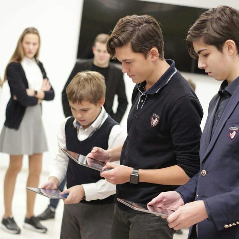 Каким образом iPad и iMac помогают в учебе?