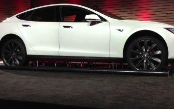 Новая технология замены батарей в автомобилях Тесла