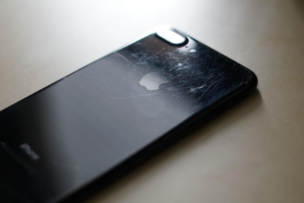 Стоит ли носить IPhone 7 Black без чехла?