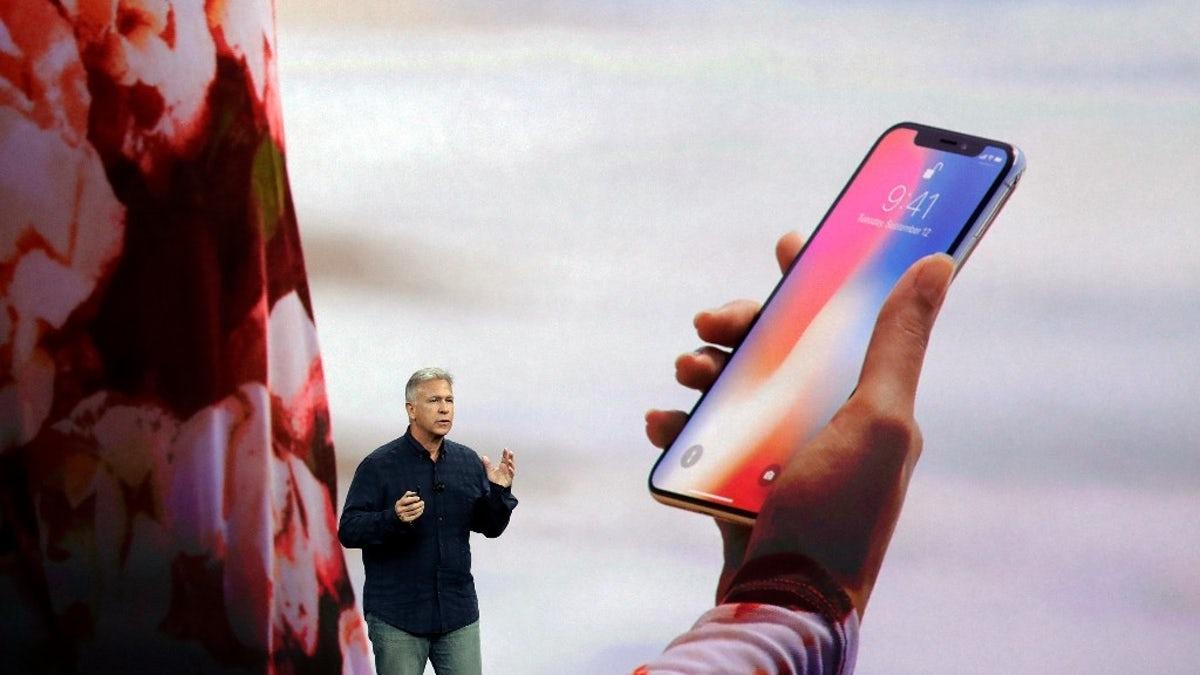 Apple снова оправдывается за Face ID