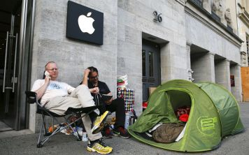 Почему iPhone 8 не покупают?