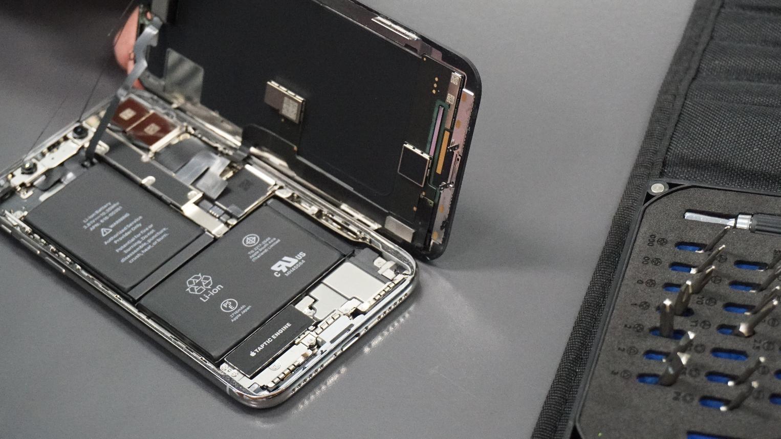iPhone X уже разобрали