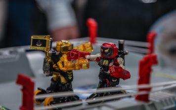 Будущее спорта - это два гигантских робота, избивающих друг друга