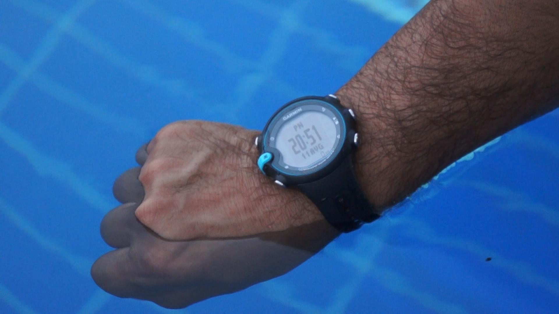Можно ли плавать с «умными часами»?