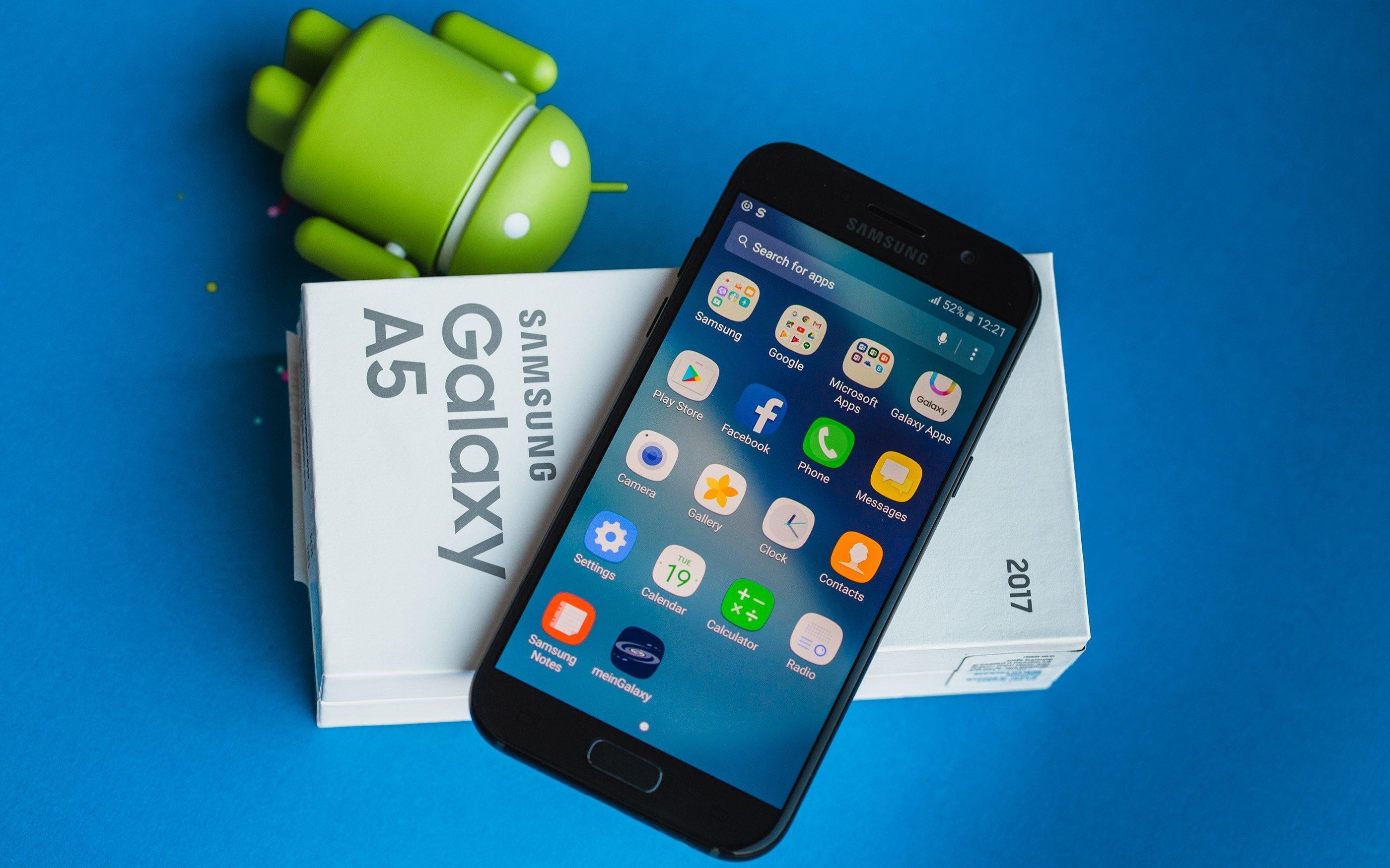 Samsung готовит три безрамочных смартфона