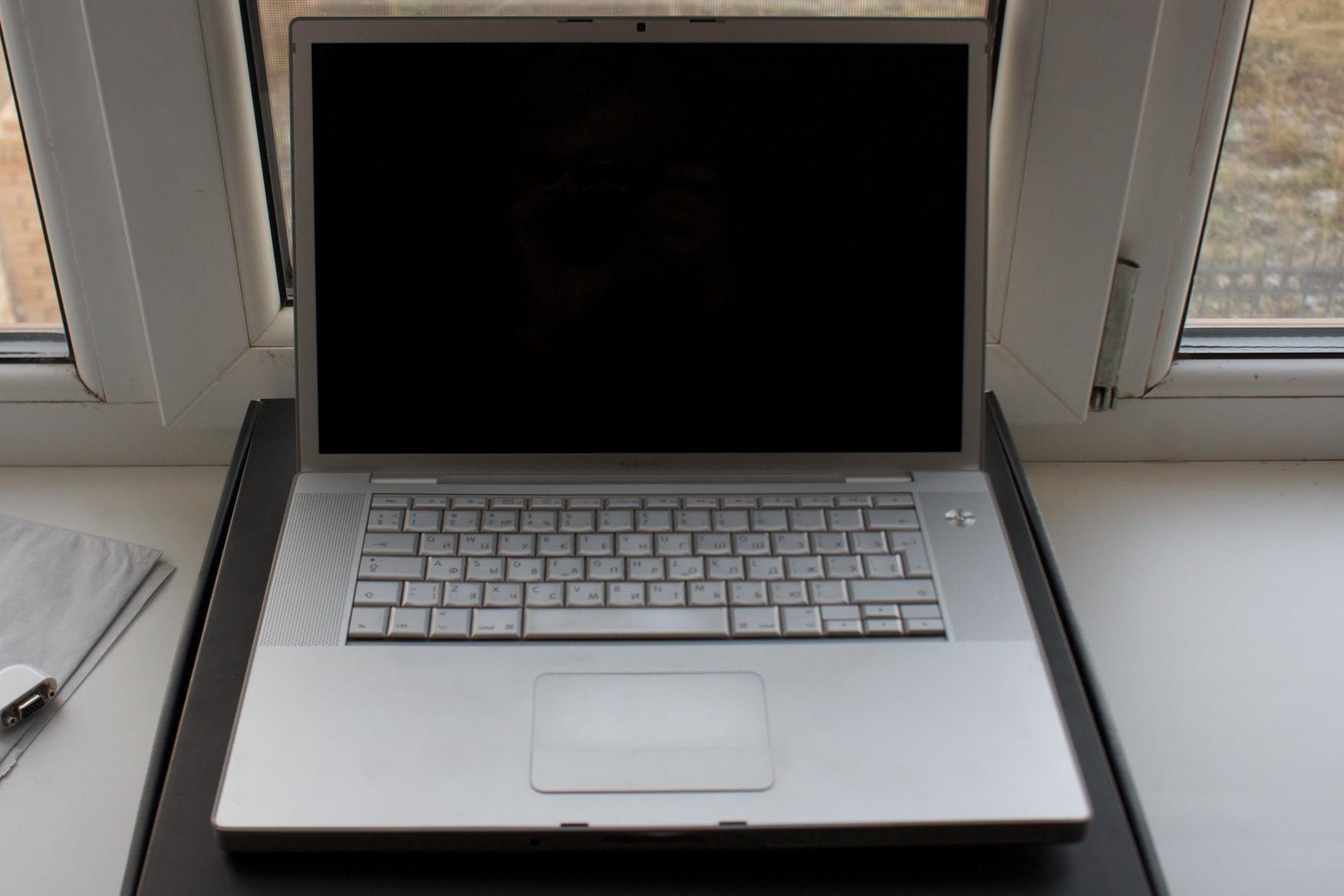 Моддер превратил Macbook Pro в ноутбук с Samsung DeX