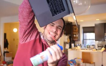 Западающий пробел MacBook Pro удостоили песни