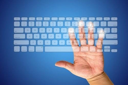 Клавиатура компьютера на экране монитора
