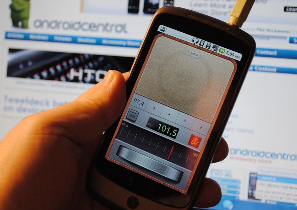На американских смартфонах снова появится радио