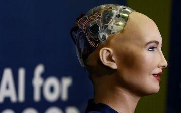 В Саудовской Аравии робот встал в один ряд с человеком